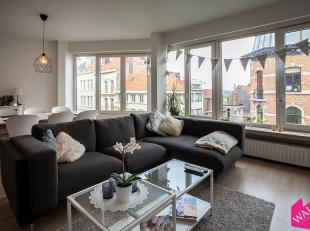 Uiterst gunstig gelegen midden in de gezellige en aangename Sint-Andrieswijk vinden we dit ruim en gerenoveerd 3-slaapkamer appartement. Het apparteme