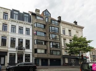Ruim en lichtrijk appartement met twee volwaardige slaapkamers op zeer goede ligging. Winkels en openbaar vervoer , alsook leuke terrasjes en restaura