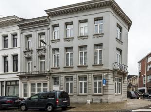 Gezellig duplex appartement op goede en residentiele ligging, beschikbaar vanaf 1 februari. Indeling: leefruimte met open volledig ingerichte keuken,