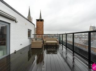 Subliem penthouse met 1 slaapkamer en riant dakterras met prachtige uitzichten. Zeer goede ligging. Onmiddellijk beschikbaar. Zeer lichte leefruimte m