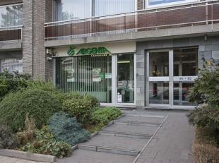 Goed beveiligde handelsruimte, centraal gelegen te Deurne-zuid met vlak voor de deur een halte voor bus en tram.<br /> Indeling: handelsruimte met wac