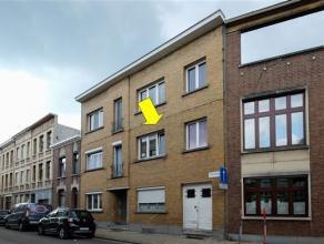 Aangenaam appartement op de 1e verdieping van een klein gebouw (geen lift) met zeer lage alg; kosten en gelegen vlakbij een groen pleintje. Het appart