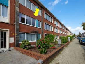 Verzorgd appartement op de 1e verdieping van een klein gebouw gelegen tussen het Arena en Boekenbergplein. INdeling: inkomhal met vestiaire/bergkast,