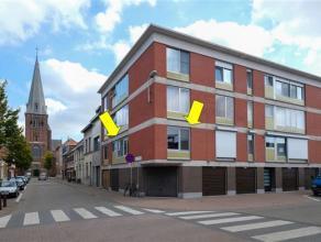 Appartement op de 1e verd. van een klein gebouw met lift, centraal gelegen te Deurne-zuid vlakbij het Arena plein. Indeling: inkomhal, lichte hoekwoon