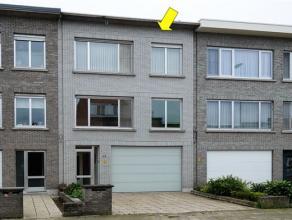 Degelijk gebouw geschikt als tweewoonst of opbrengsteigendom met 2 appartementen en eventueel studio, gelegen op de grens Deurne-Borsbeek. Indeling: O