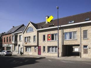 Recent dakappartement op de 2° verdieping van een klein, verzorgd gebouw gelegen in het centrum van Waarloos. Het appartement omvat een berging/to