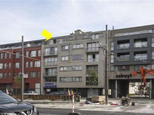 Mooi, recent appartement op de 5° verd.(met lift) met volgende indeling: 2 slaapkamers waarvan 1 met toegang tot terras en badkamer, moderne badka