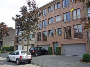 Aangenaam, verzorgd appartement op de 2e verd.in een klein gebouw, rustig gelegen nabij Rivierenhof. Indeling :Alg. inkomhal met lift, indiv. inkomhal