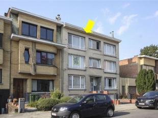 Zeer verzorgd en instapklaar appartement met 2 slaapkamers, op de 2° verd. (zonder lift) gelegen in Deurne-Zuid. Het appartement omvat een inkomha