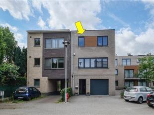 Zeer recente (2012) en instapklare woning gelegen in een zeer rustige doodlopende en kindvriendelijke woonwijk te Borsbeek. Indeling: op het gelijkvlo