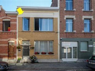 Eengezinswoning met terras goed gelegen te Deurne Zuid. Indeling van de woning:glv: inkomhal, ruime woonkamer met bureau, ingerichte witte hoogglans k