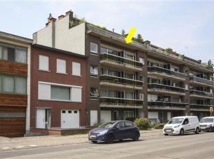 Degelijk appartement met 2 slaapkamers, gelegen op de 3° verdieping van een klein gebouw met lift en met prachtig uitzicht over beschermd groengeb