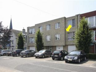 Ruim, recent appartement fantastisch gelegen te centrum Ranst, 'onder de kerktoren'. Appartement heeft volgende indeling: inkomhal, ruime living (42m&