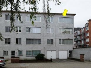 Appartement op de 3e en hoogste verdieping (geen lift) van een gebouw goed gelegen nabij winkels, openbaar vervoer en vlakbij het gemeentepark Bremwei