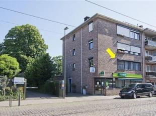Ruim, instapklaar hoekappartement met 2 slaapkamers en dressing, gelegen op de 1° verdieping van een klein gebouw. Het appartement omvat een inkom