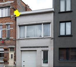 Woning goed gelegen te Deurne vlakbij het Rivierenhof. De woning bestaat uit een gelijkvloerse verdieping en een eerste verdieping. Op het gelijkvloer