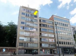 Op te frissen studio (48 m²), zeer goed gelegen op wandelafstand van het centrum van Antwerpen. De studio omvat een inkomhal met bergkast, een le