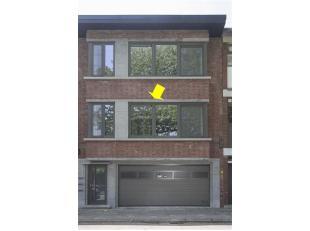 Modern volledig gerenoveerd appartement (ca. 98 m²) op de 1ste verdieping met een gezamenlijke tuin (zonder lift). Het appartement omvat een grot
