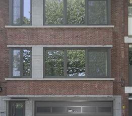 Modern volledig gerenoveerd appartement (ca. 98 m²) op de 2de verdieping met een gezamenlijke tuin (zonder lift). Het appartement omvat een grote