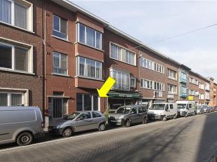 Volledig gerenoveerd gelijkvloersappartement met 1 slaapkamer en tuin, gelegen in een klein gebouw te Deurne-Zuid. <br /> Indeling: inkomhal, nieuwe b