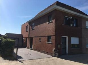 Heel recent volledig  gerenoveerde volumineuze  energiezuinige woning met zonnige tuin en grote oprit nabij centrum Drongen.<br /> Deze woning werd in