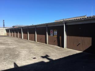 Individueel afgesloten garagebox te Blankenberge.<br /> De garagebox is zeer eenvoudig inrijbaar en bevindt zich aan de achterzijde van het gebouw in