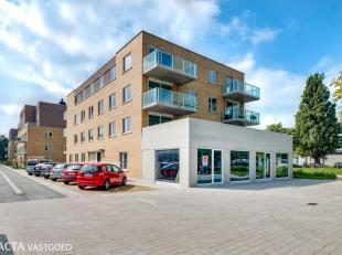 Uitzonderlijke handelsruimte in de nieuwbouwresidentie Bootsman met centrale en commerciële ligging te Oostende!<br /> Deze handelsgelijkvloers i