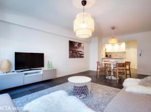 Luxueus gerenoveerd appartement (65 m²) met ruim terras, gelegen om de hoek van het strand, vlakbij het casino en alle winkels en restaurants. De