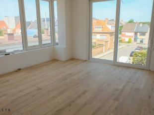 Dit prachtig appartement bevindt zich op de eerste verdieping van een zeer gunstig gelegen gebouw die volledig wordt gestript tot op de buitenmuren en