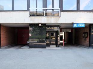 Gemakkelijk inrijbare, centraal gelegen overdekte autostandplaats dichtbij het strand/Zeedijk, Petit Paris en het Leopoldpark.Het parkingcomplex bevat