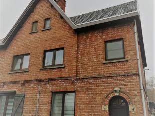 Rustig gelegen appartement op de eerste verdieping. Indeling: trap naar boven: living, aparte keuken, bergplaats, tweede verdieping: 2 slaapkamers.