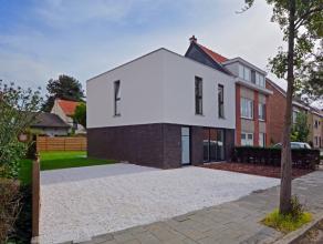 Deze prachtig afgewerkte nieuwbouwwoning is mooi afgewerkt met zeer goede materialen. De woning is instapklaar (enkel schilderwerk), de open keuken in