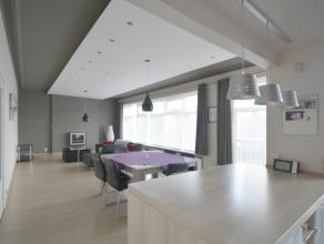 Dit instapklaar appartement werd met de grootste zorg en zeer kwalitatieve materialen gerenoveerd. Het appartement is gelegen op de tweede verdieping