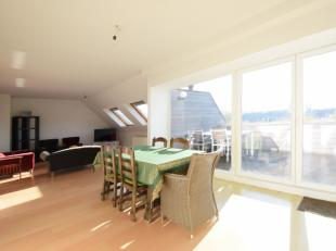 Zeer goed onderhouden dakappartement in residentie Oasis. Ruime leefruimte met veel lichtinval door vele dakvlakramen. Instapklaar appartement met 3 s