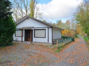 Deze woning is zeer centraal gelegen doch in een rustige en groene omgeving. De constructie van de woning is deels houtskeletbouw en deels in snelbouw