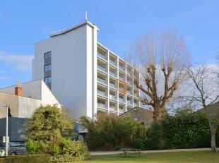 Dit gunstig gelegen appartement is gelegen op een boogscheut van Gent in de onmiddellijke nabijheid van belangrijke invalswegen, buurtwinkels en het o