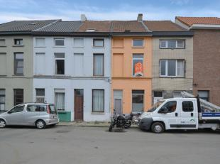 Deze woning is gelegen in een rustige omgeving op een boogscheut van Gent-centrum. De woning is zeer ruim en telt 3 slaapkamers, een ingericht badkame