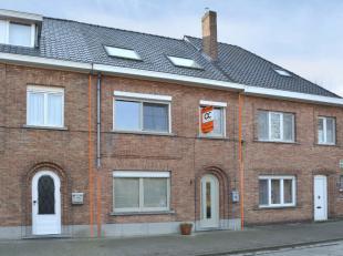Deze volledig instapklare woning is gelegen op een zeer gunstige ligging nabij centrum Brugge, alle toevalswegen, ...Indeling: Gelijkvloerse verdiepin