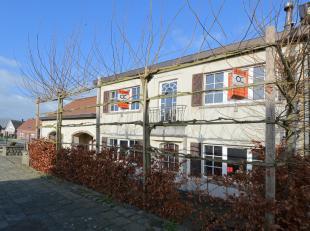 Voor meer info of een bezoek, contacteer Daan - OC Vastgoed op 0474 25 55 78. Deze halfopen bebouwing is gelegen op de Brusselsesteenweg te Meerbeke.