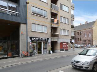 In de residentie Tamango, gelegen in het centrum van Roeselare, kan men dit TOP-appartement met 2 slaapkamers terugvinden! Het appartement is volledig