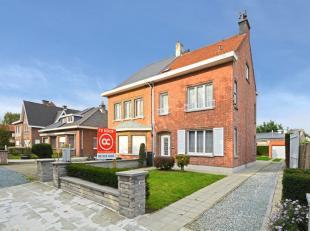 Vlakbij recreatiedomein De Ster en de verbindingsweg tussen Sint-Niklaas en Beveren bevindt zich deze charmante halfopen bebouwing. De woning werd opg