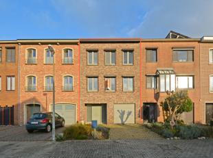 Vlakbij de in- en uitvalswegen en dichtbij alle voorzieningen in Sint-Niklaas treffen we deze volledig gerenoveerde bel-etage in een zeer rustige woon