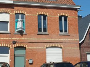 Ruime woning te koop te Anzegem. De woning is gelegen op een boogscheut van het centrum van Tiegem en Kaster en zeer vlot bereikbaar.De woning werd ge