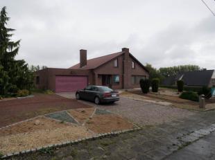 Deze bungalow is gelegen in Michelbeke, in de parel van de Vlaamse Ardennen met prachtig verzicht en heel veel lichtinval. Kom tot rust en ontdek deze