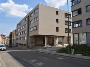 Luxeflat in recent gebouw in het centrum van Leuven met alle voorzieningen. Gemeubelde flat met kitchinette verkrijgbaar. Voorschot op verwarming wate