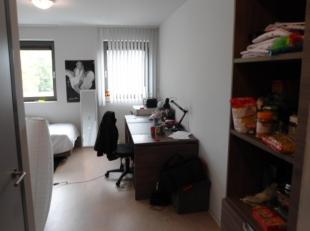 """rustig gelegen gemeubelde studio  A0304 met aparte badkamer. Gelegen op de 3de verdieping in blok A, in de residentie """"studentenflats@home"""", met afges"""