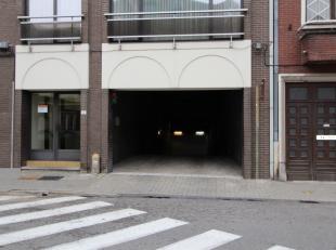 Deze ondergrondse staanplaatsen liggen op slechts 5 minuten wandelen van het centrum en vlakbij het station van Sint-Truiden. Er zijn 48 standaard sta
