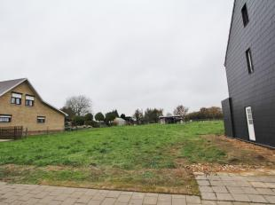 Landelijk gelegen perceel bouwgrond voor een open bebouwing te Velm (Sint-Truiden) met een mooie oppervlakte van 599 m² (LOT 1). <br /> <br /> DE