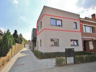 Recent appartement gelegen op de eerste verdieping te Kermt, vlakbij de autosnelweg E313. Het pand omvat een leefruimte met aansluitend terras, keuken