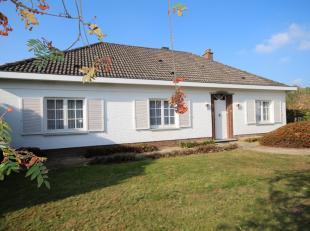 Ruime villa aan de stadsrand, op een perceel van 20a 11ca, gelegen midden in een groene omgeving, met dubbele garage, 4 slaapkamers, 2 badkamers en ee